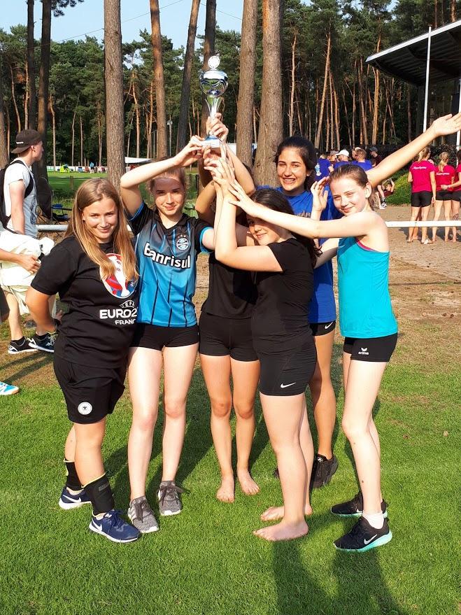 Das siegreiche Team der U18-Mädchen am Ende des Turniertages